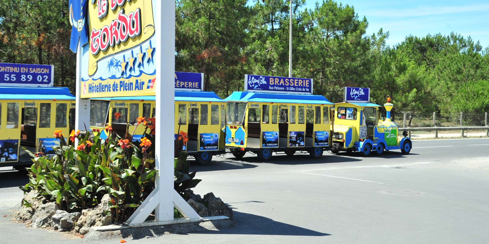 The little tourist train of Saint-Hilaire in Vendée in front of Le Bois Tordu campsite