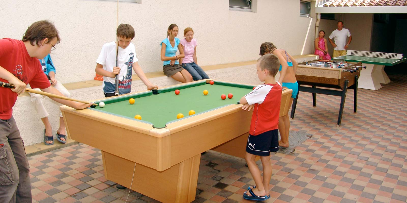 Children playing billiards in the camping playroom at Saint-Hilaire-de-Riez
