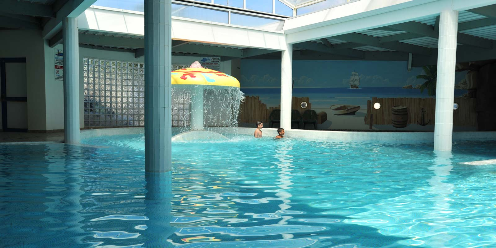 The indoor swimming pool of the Vendée campsite in Saint-Hilaire