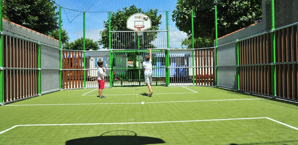 Football and basketball on the multi-sport field of the campsite at Saint-Hilaire de Riez